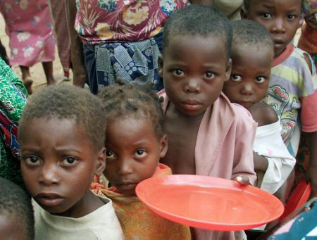 Children begging for food in drought affected Somaia