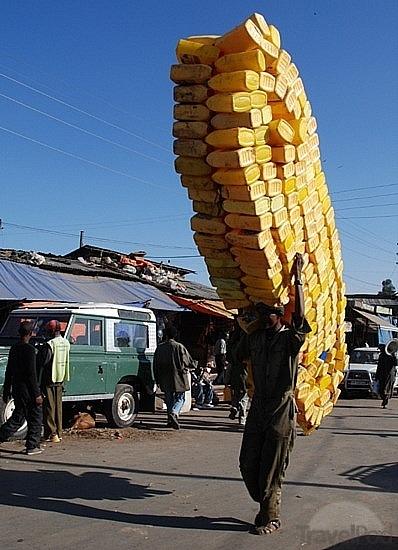 Balancing act in the Addis Ababa Merkato