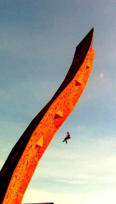 climber falling groningen
