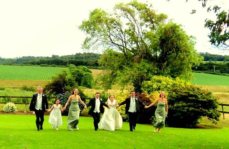 wedding photo running