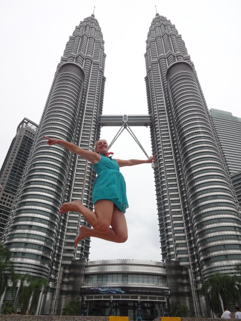 patronas towers jumping