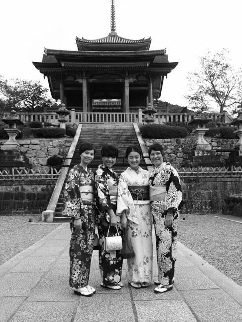 geisha kyoto black and white