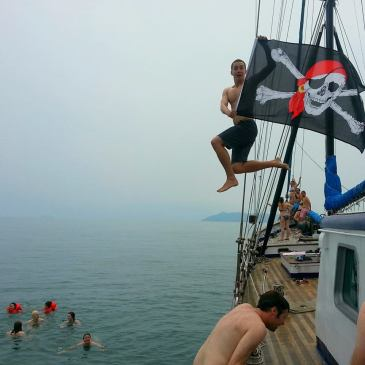 pirates jumping ship