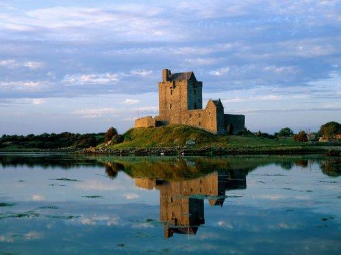 Dunguaire_Castle_Kinvara_County_Clare_Ireland_1024